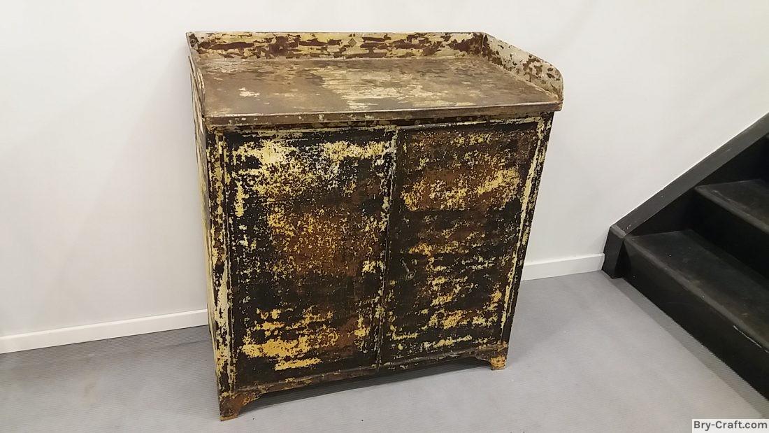 Old Metal Medicine Cabinet ...